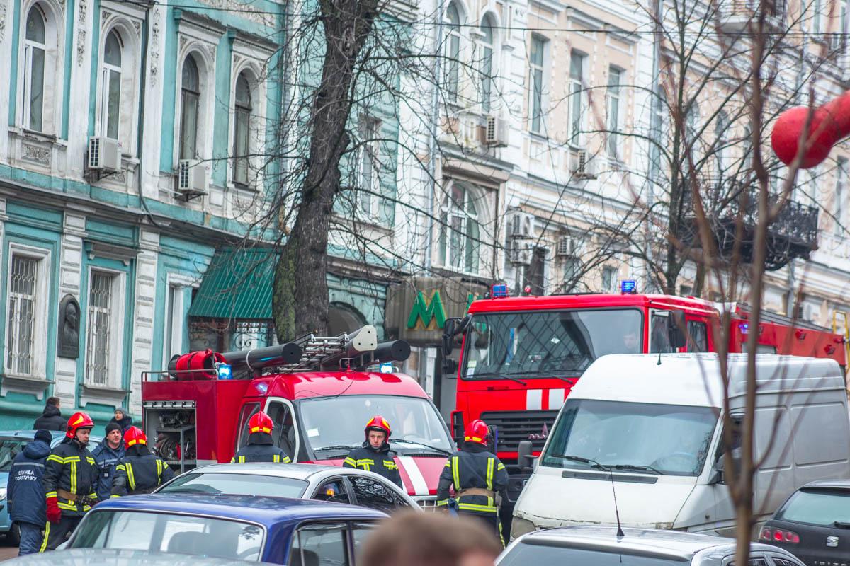 На место происшествия приехали полиция, Скорая и 4 машины ГСЧС