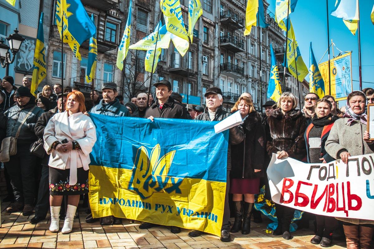 Люди почтили память Черновола теплыми речами и цветами