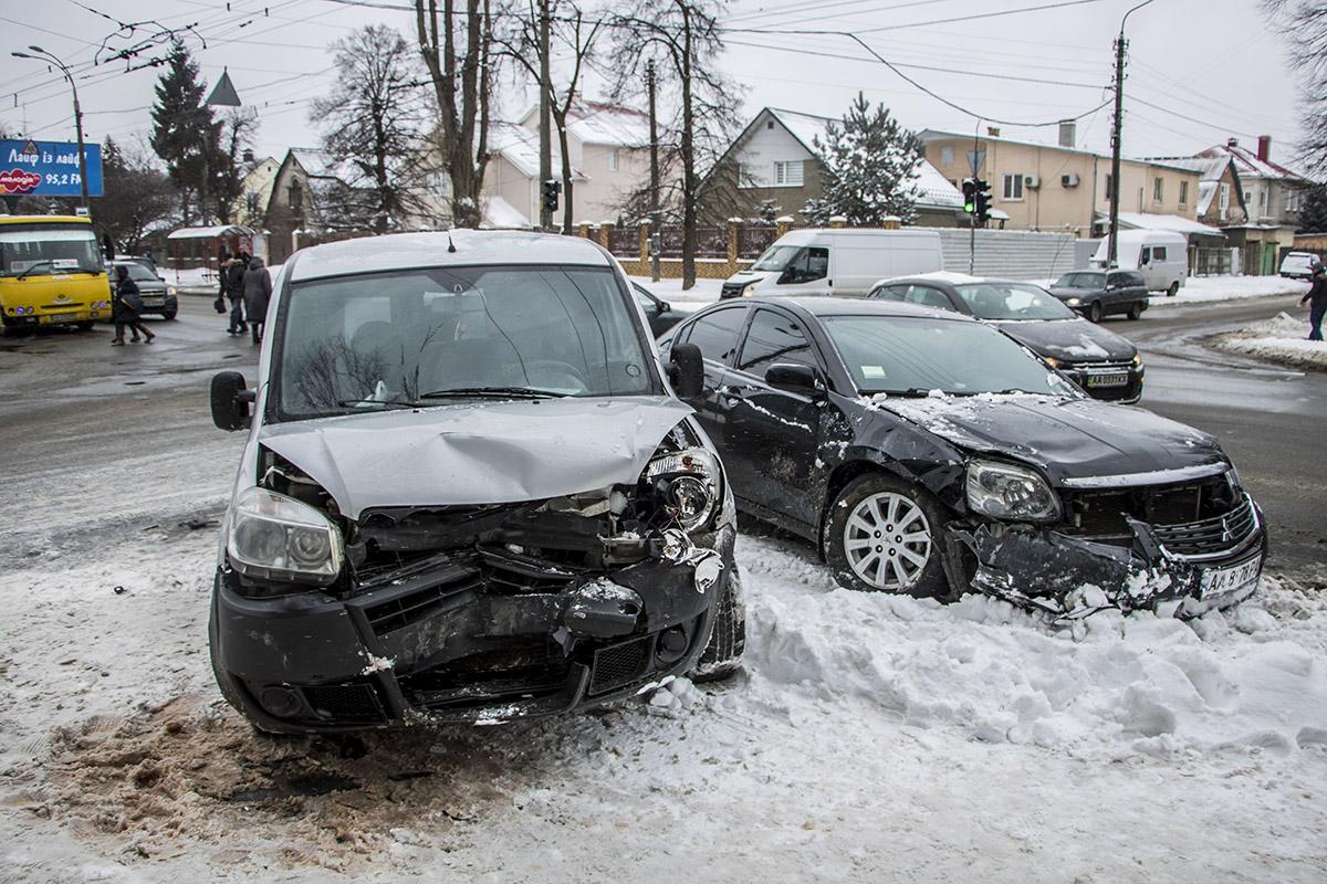 ДТП произошло на перекрестке улиц Даниила Щербаковского и Эстонской