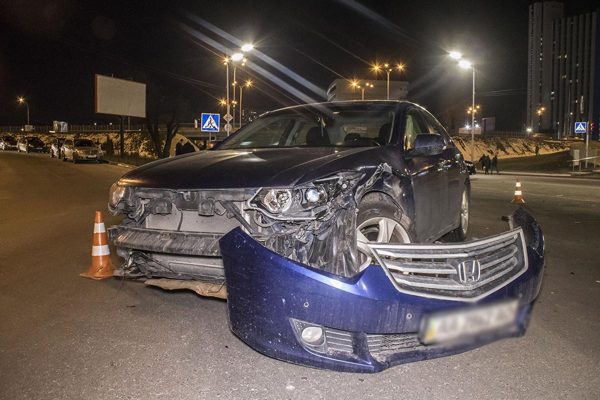 Mercedes врезался в Honda