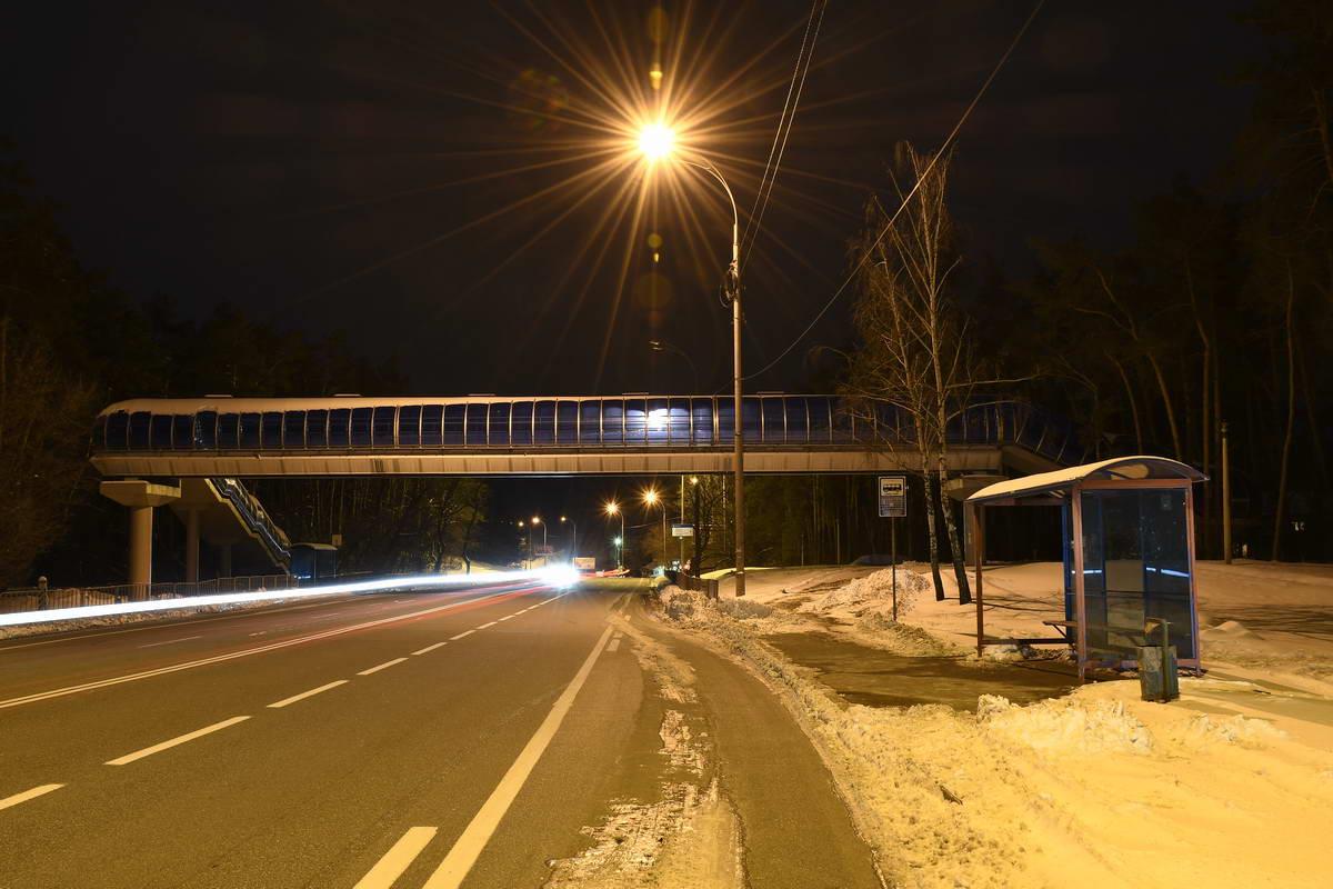 Мост выглядит как портал в другой мир