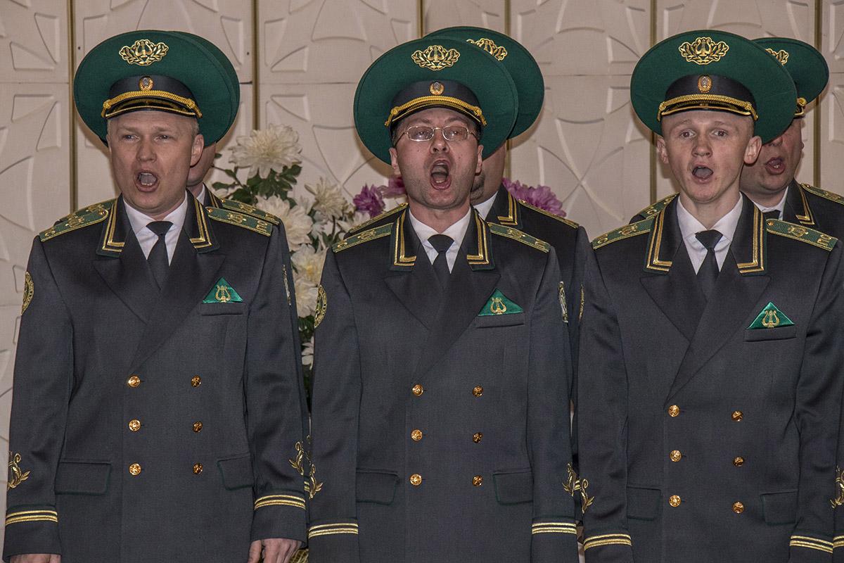 Пограничники спели песню в честь этого праздника