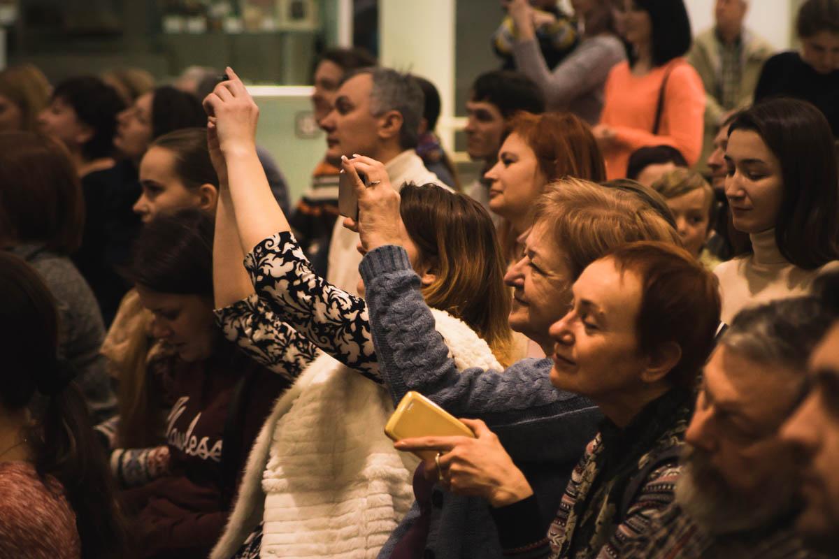 Зрители забирали воспоминания о концерте с собой