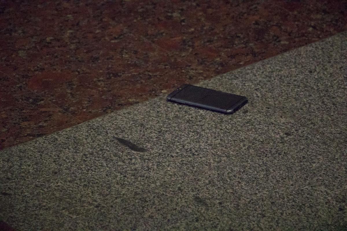 Рядом с ножом валялся телефон