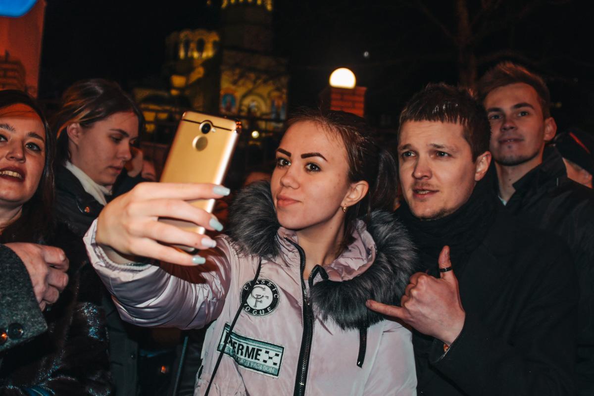 Женя Галич смотрел презентацию клипа вместе со своими фанами