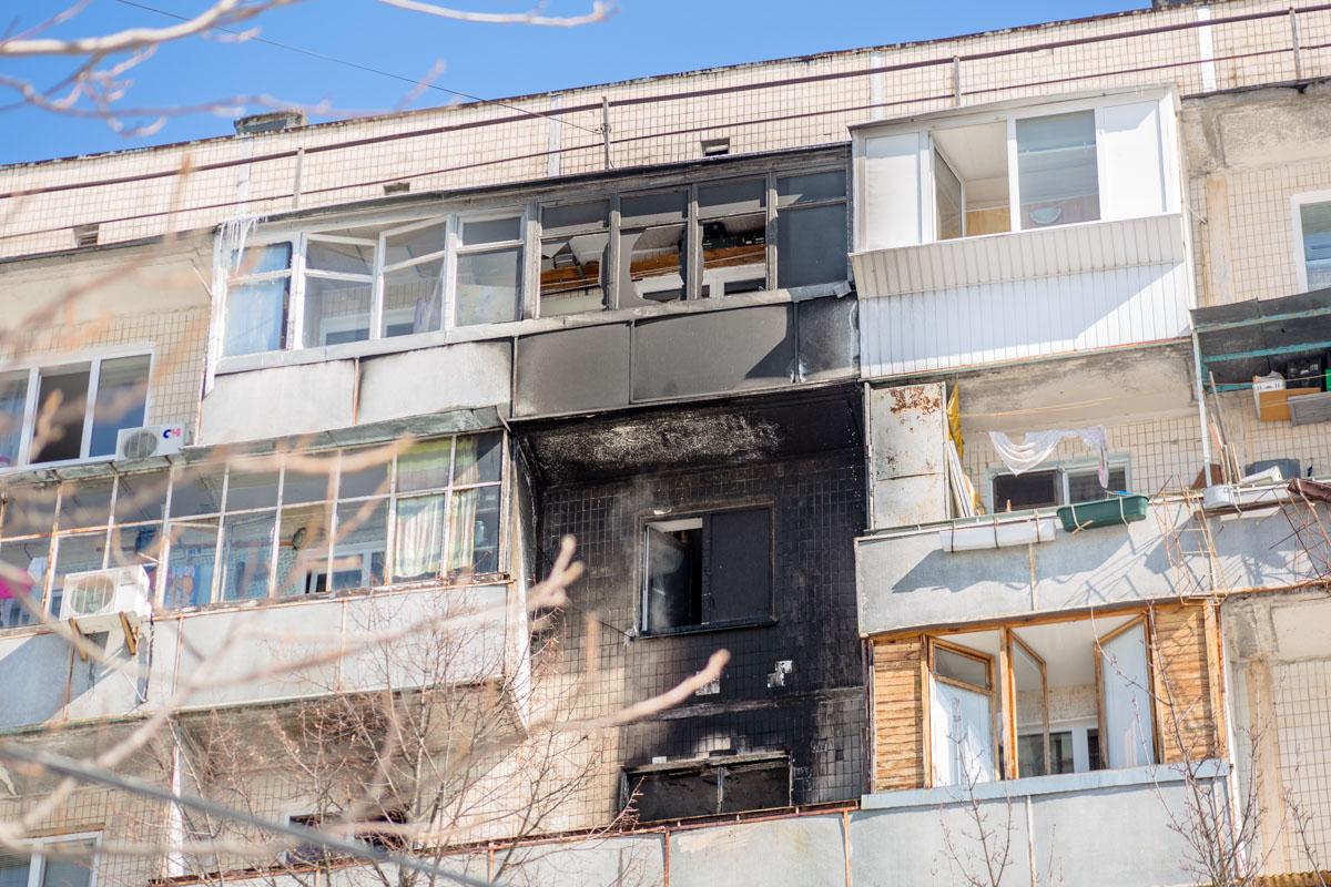 Загорелась квартира на 7 этаже, однако огонь перебросился на 8-й и 9-й этажи