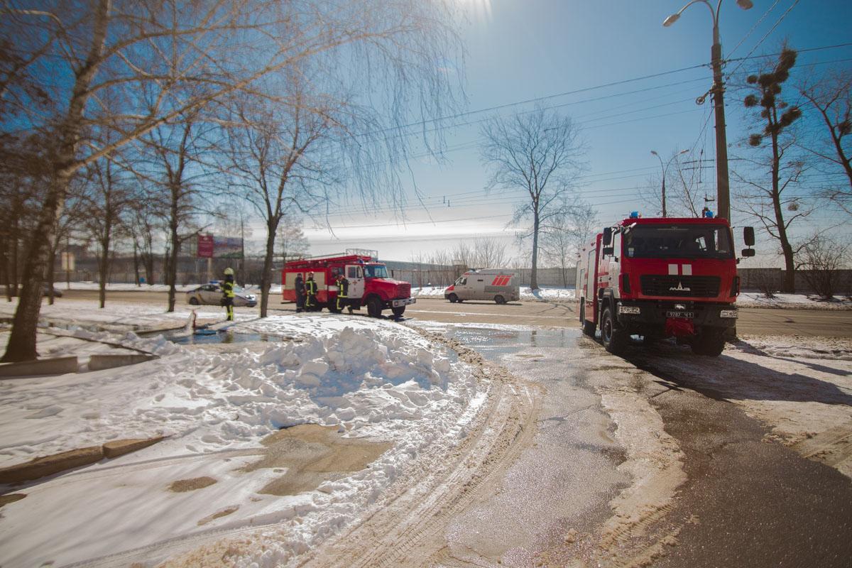 На месте работали сотрудники 6-й и 7-й пожарных частей