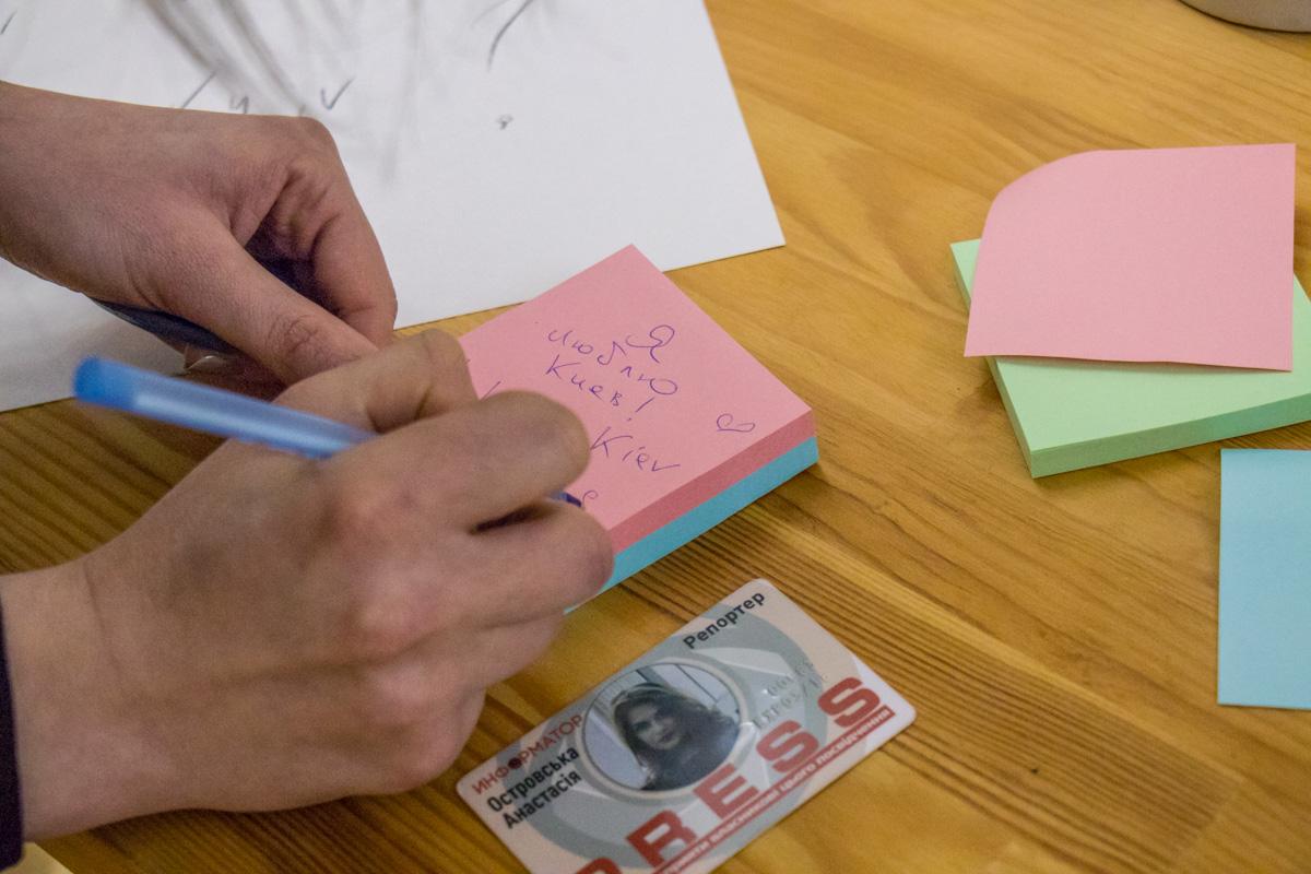 На стикерах все желающие могут написать свои мечты или впечатления от Киева
