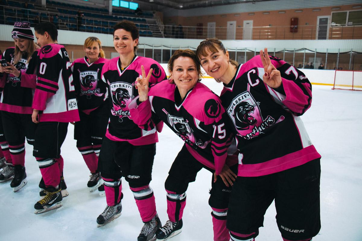 Девушки безумно любят хоккей