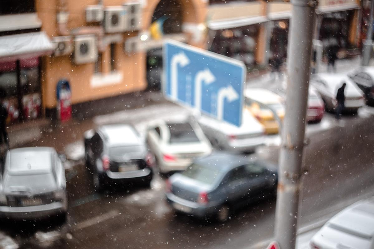 С самого утра в Киеве идет снег