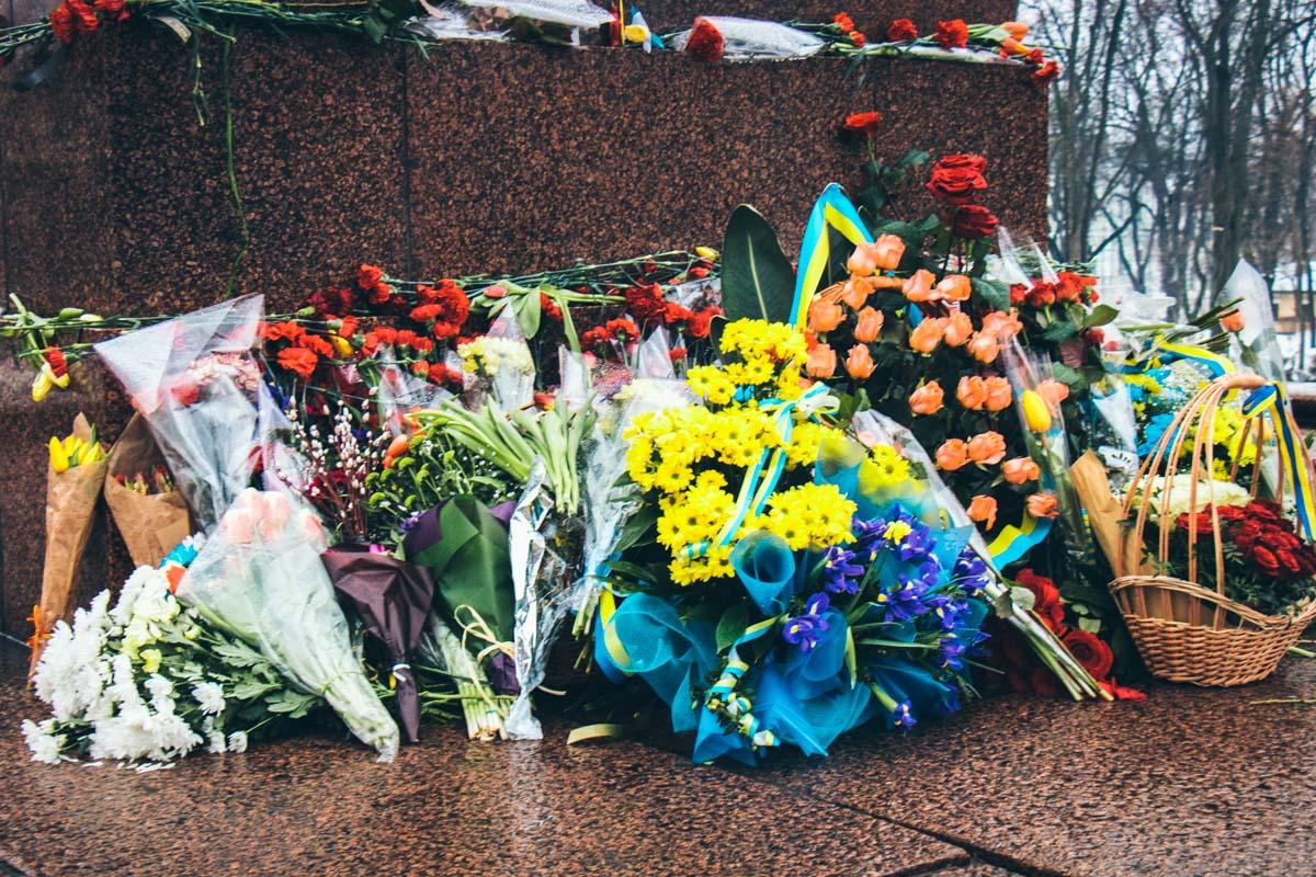 Цветы на 204-й день рождения