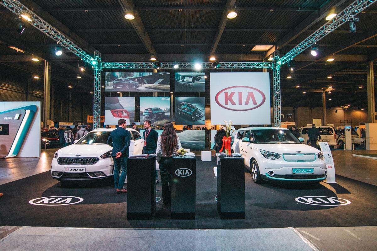 В Киеве стартовала третья выставка электрокаров