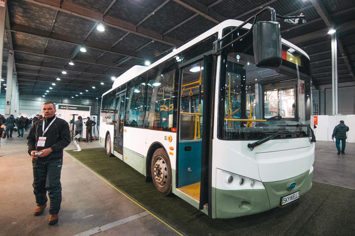 На выставке представили не только автомобили, но и автобусы