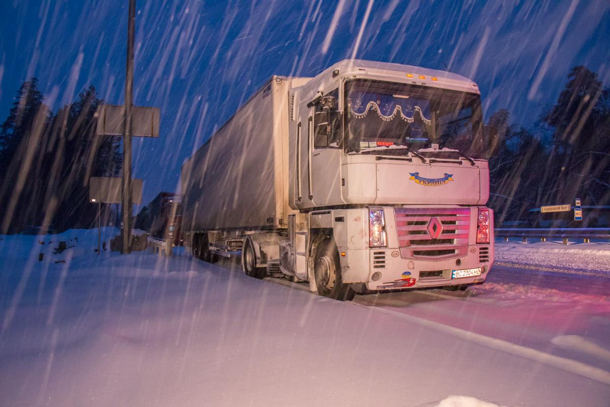 Останавливать машины начали в Киеве в 5 утра
