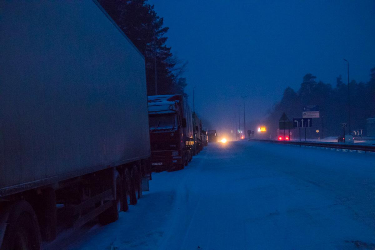 Протяженность колонны автомобилей на Житомирской трассе составляет порядка 5 километров