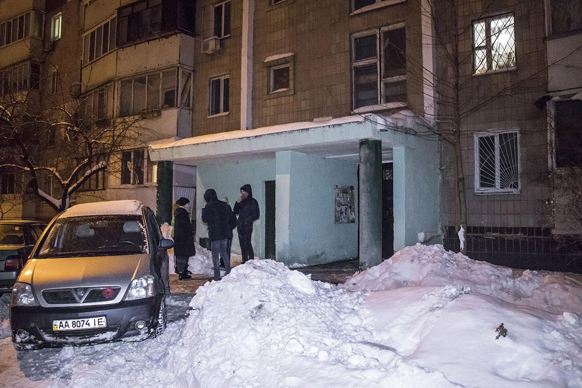 Соседи рассказали, о том, что на этаже живут наркоманы