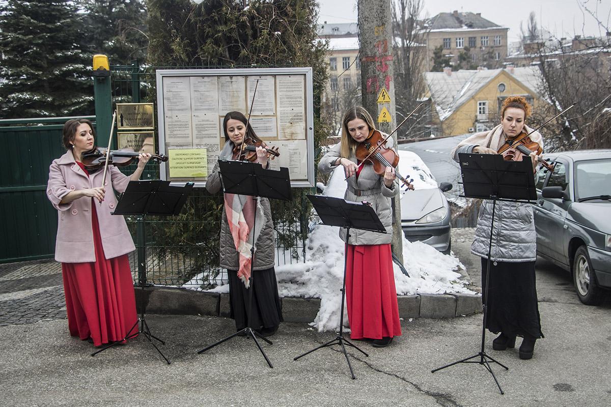 А также артисты и музыканты из Одессы