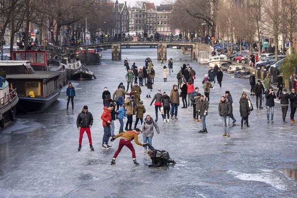 В Амстердаме впервые за шесть лет замерзли каналы