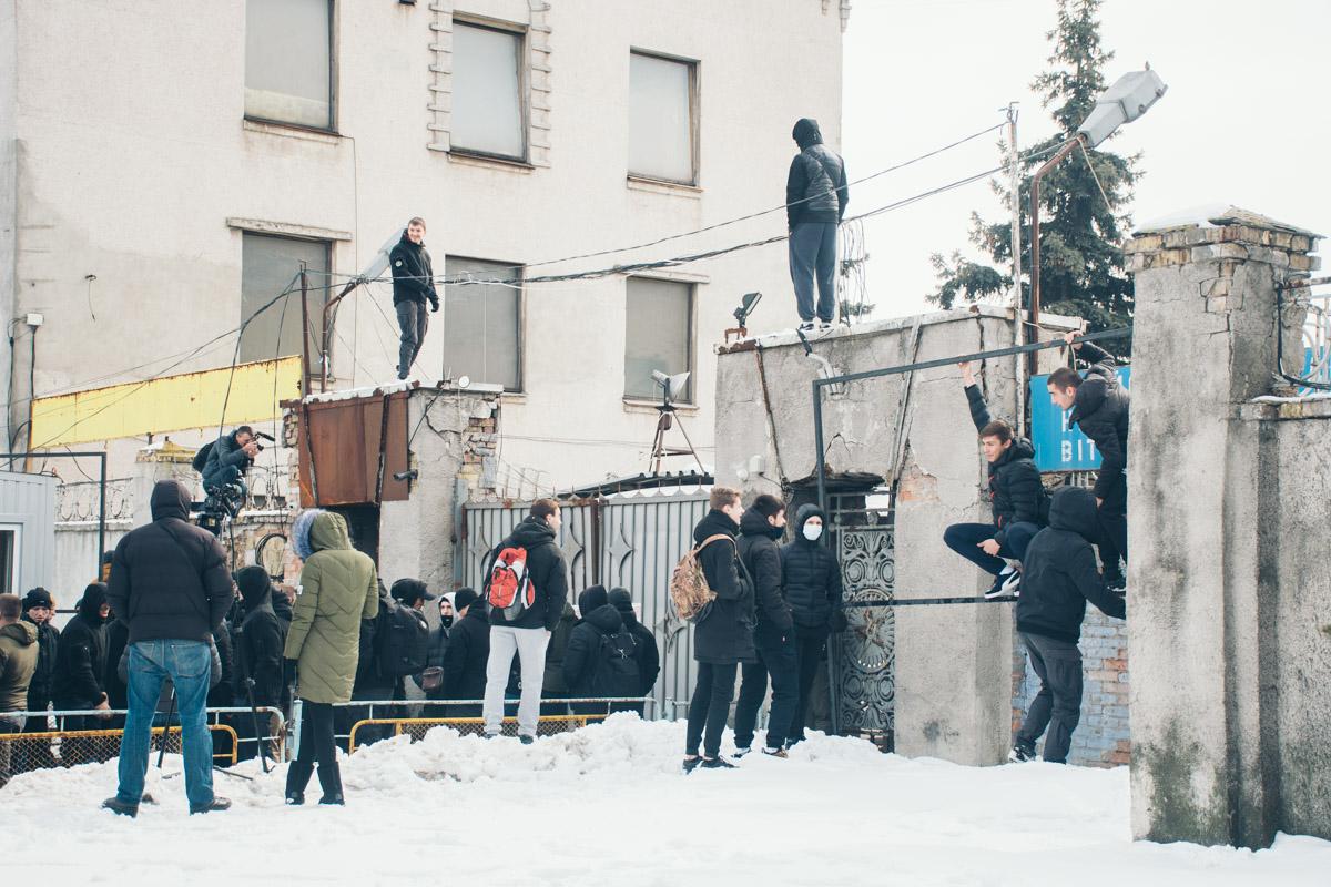 """Члены """"Нацкорпуса"""" вызвали на место полицию, но спустя полтора часа к ним так и никто не приехал"""