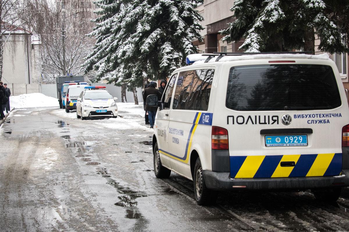 Полиция проверяла здание на наличие взрывчатки