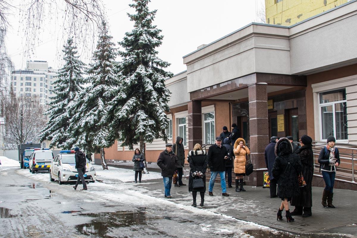 """""""Заминировала"""" суд женщина"""