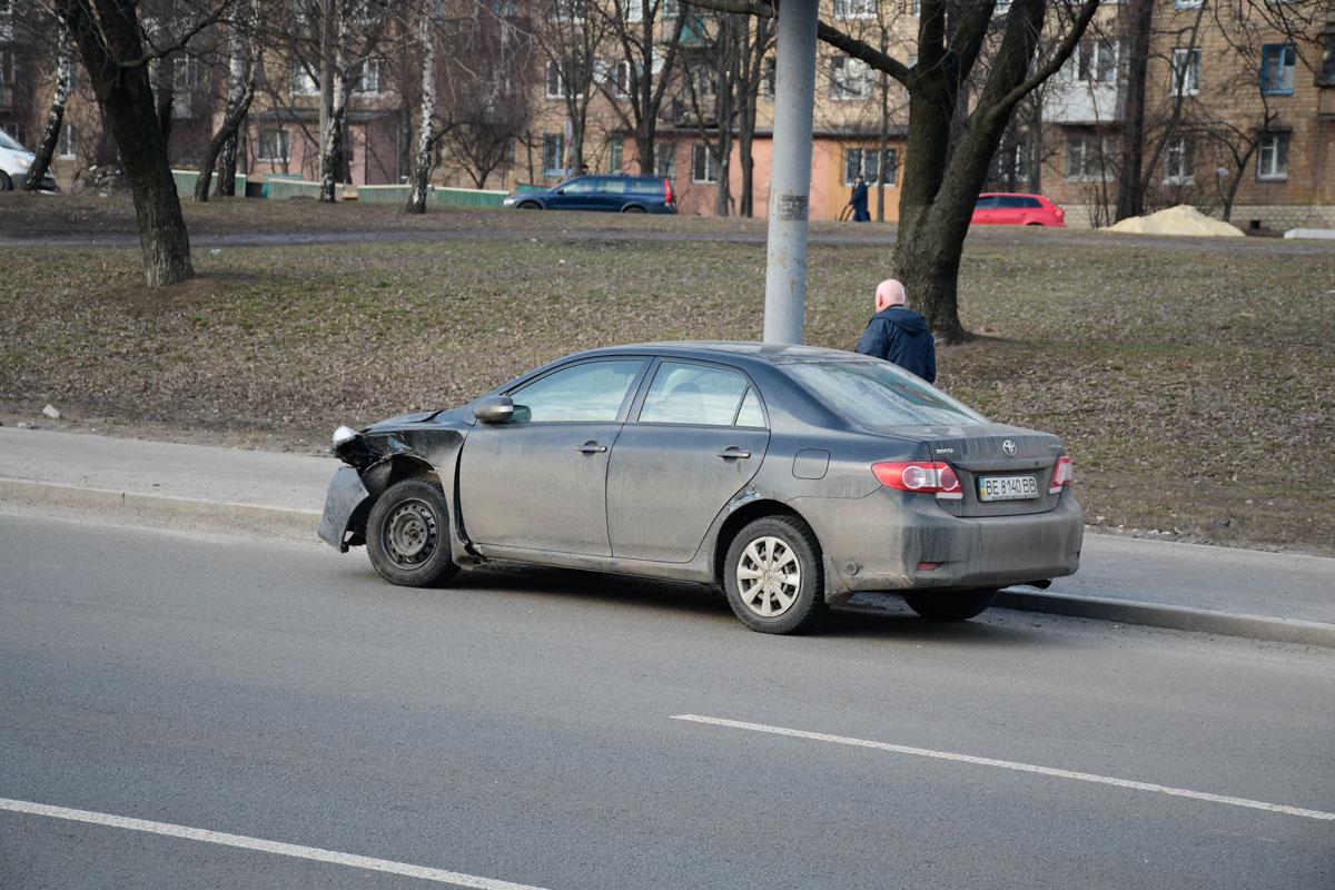 Toyota пыталась проскочить на поворот