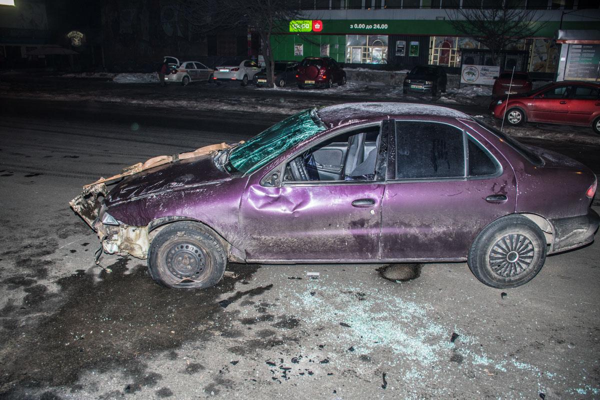 На улице Миропольской иномарка снесла ограждение