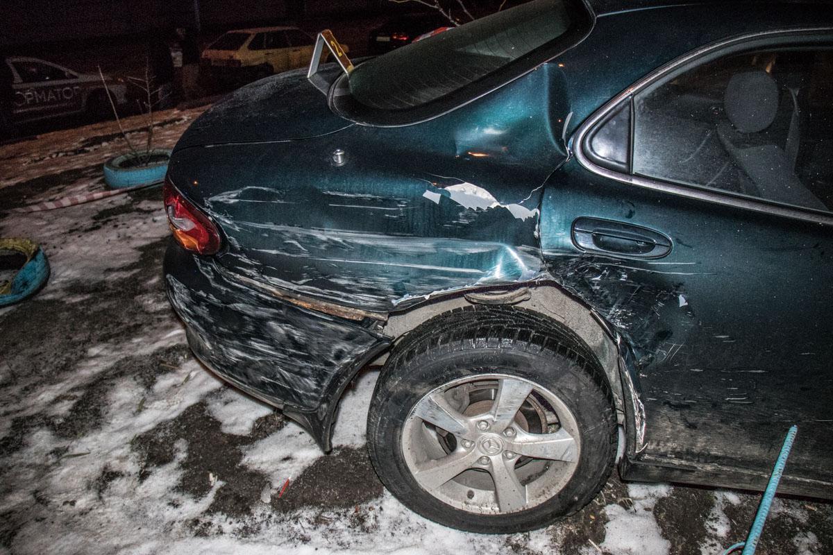 Автомобиль снес ограждение