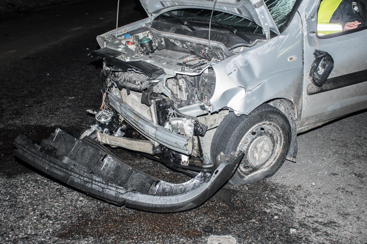 На Одесской трассе Fiat врезался в отбойник