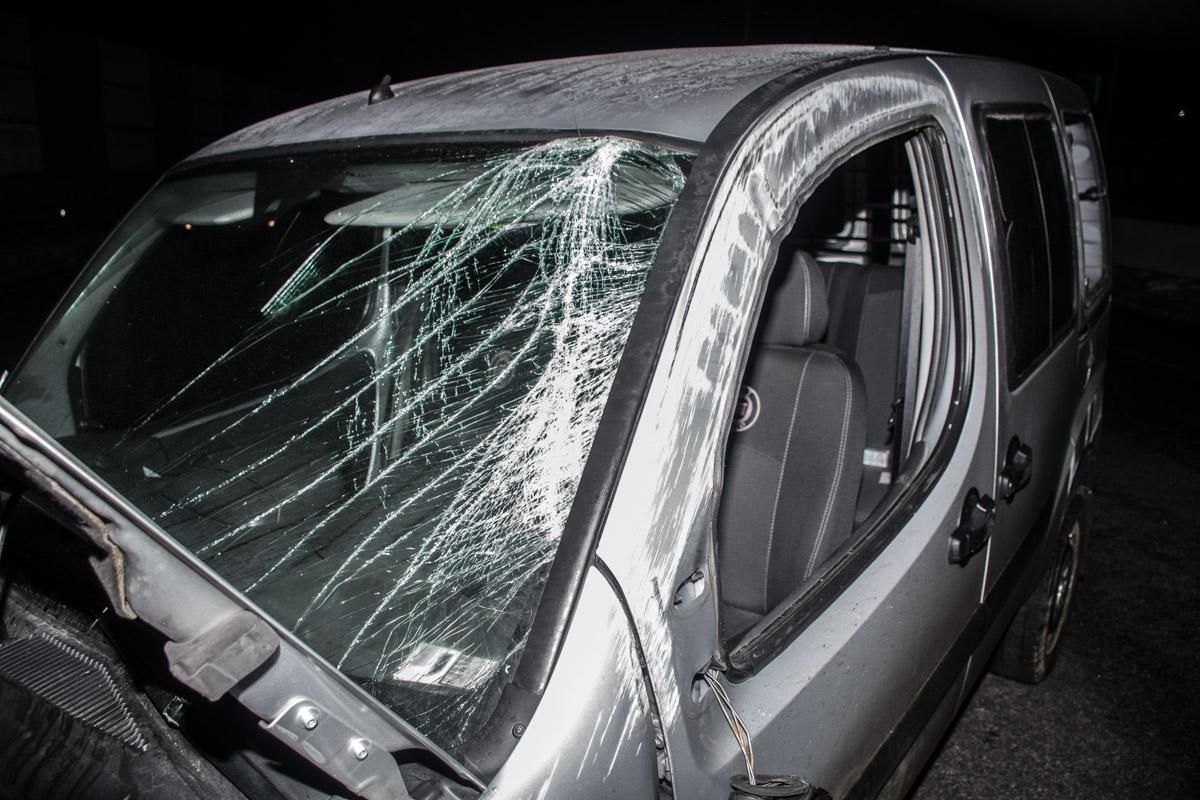 Водителя выбросило через боковое окно на трассу