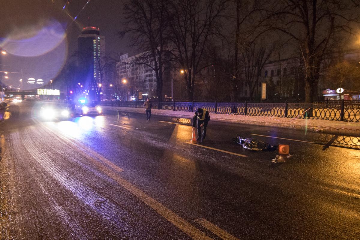На проспекте Победы мужчина бросился под колеса авто