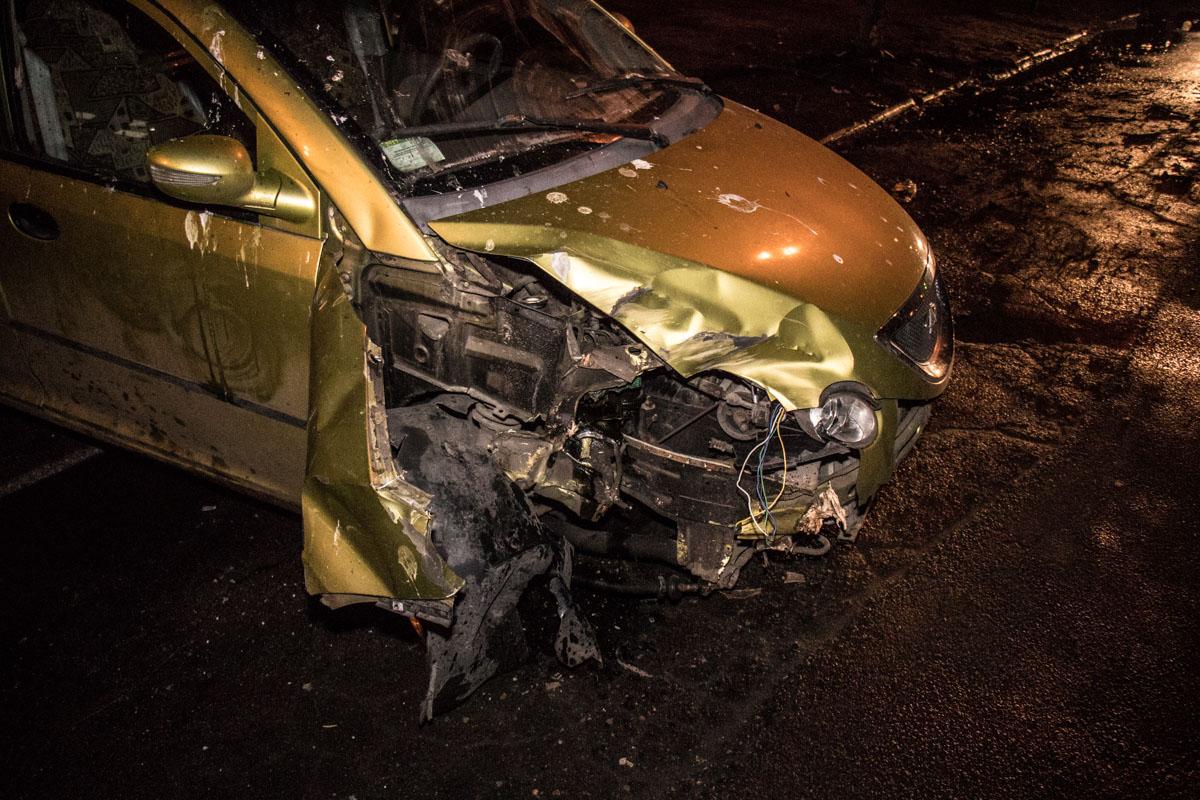 По словам водителя, у него спустило колесо, что и стало причиной ДТП