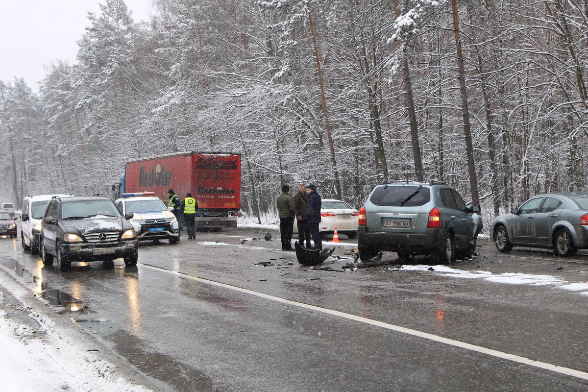 ДТП произошло на Гостомельском шоссе в Киеве