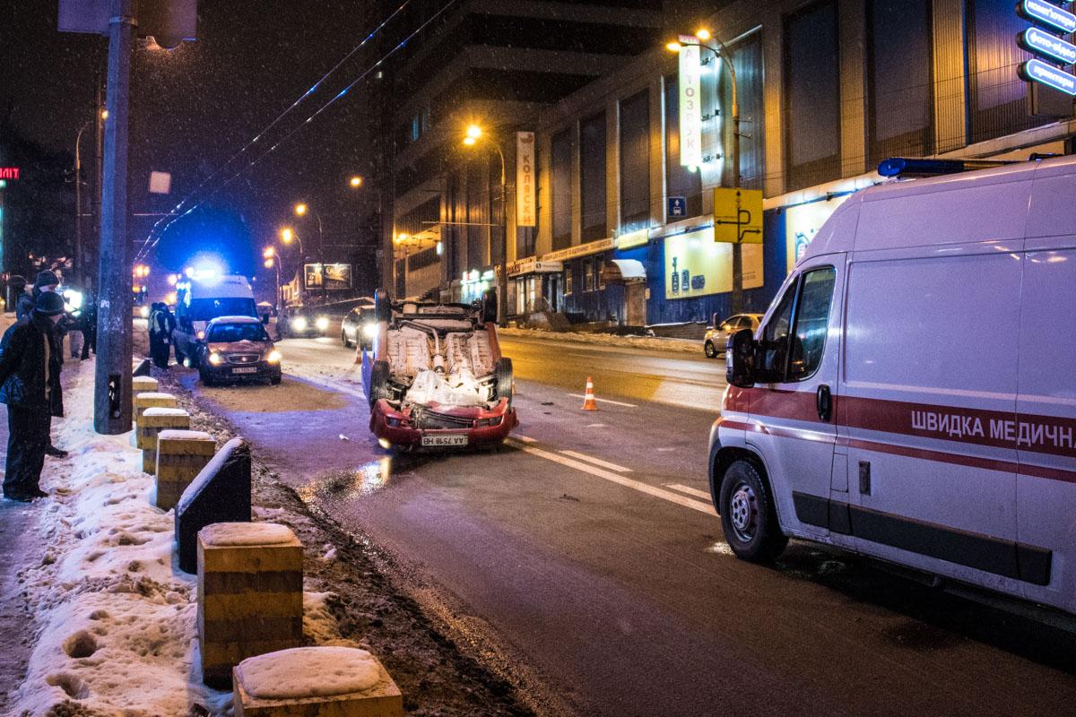 На место выезжало две кареты скорой помощи