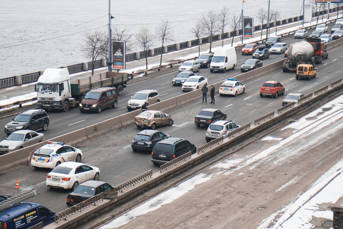 На Набережном шоссе образовалась огромная пробка