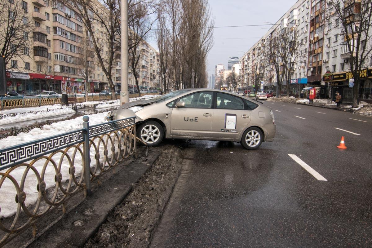 В автомобиле находились два пассажира