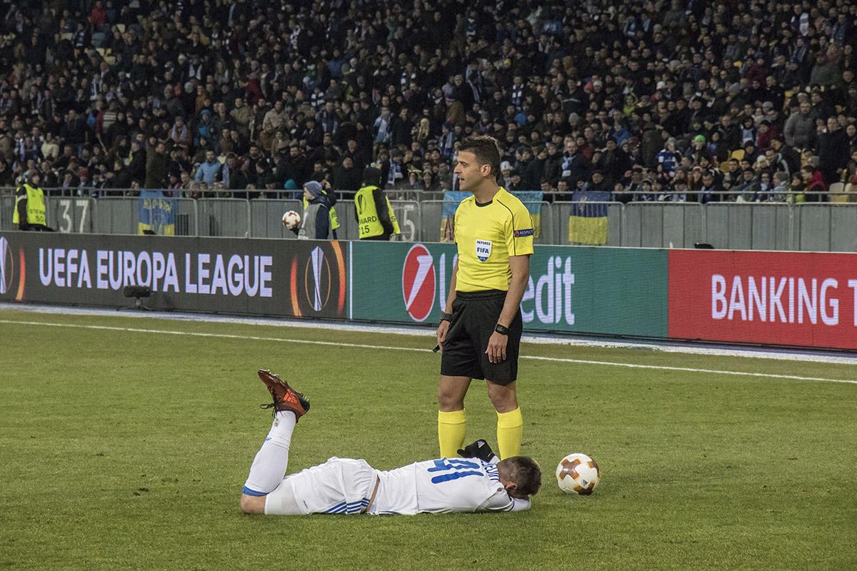 Артема Беседина соперник сильно ударил по ноге, но , к счастью, обошлось без травм
