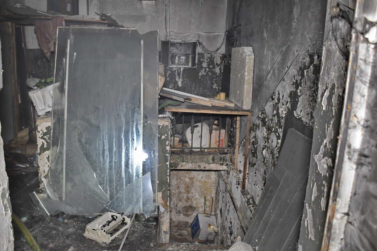 Пожарные предполагают, что сейчас это помещение заброшено, а загорелся там хлам