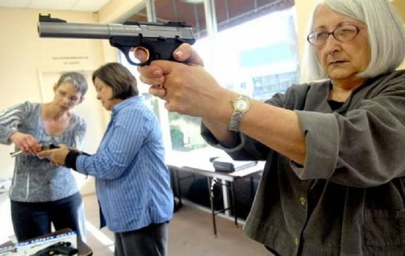 Во Флориде учителям разрешили носить оружие в школу