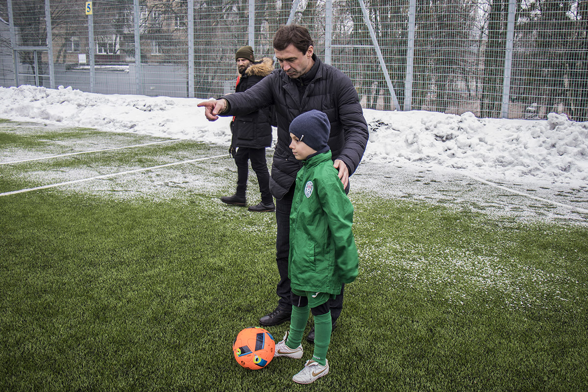 Владислав Ващук учит Назара пробивать по воротам