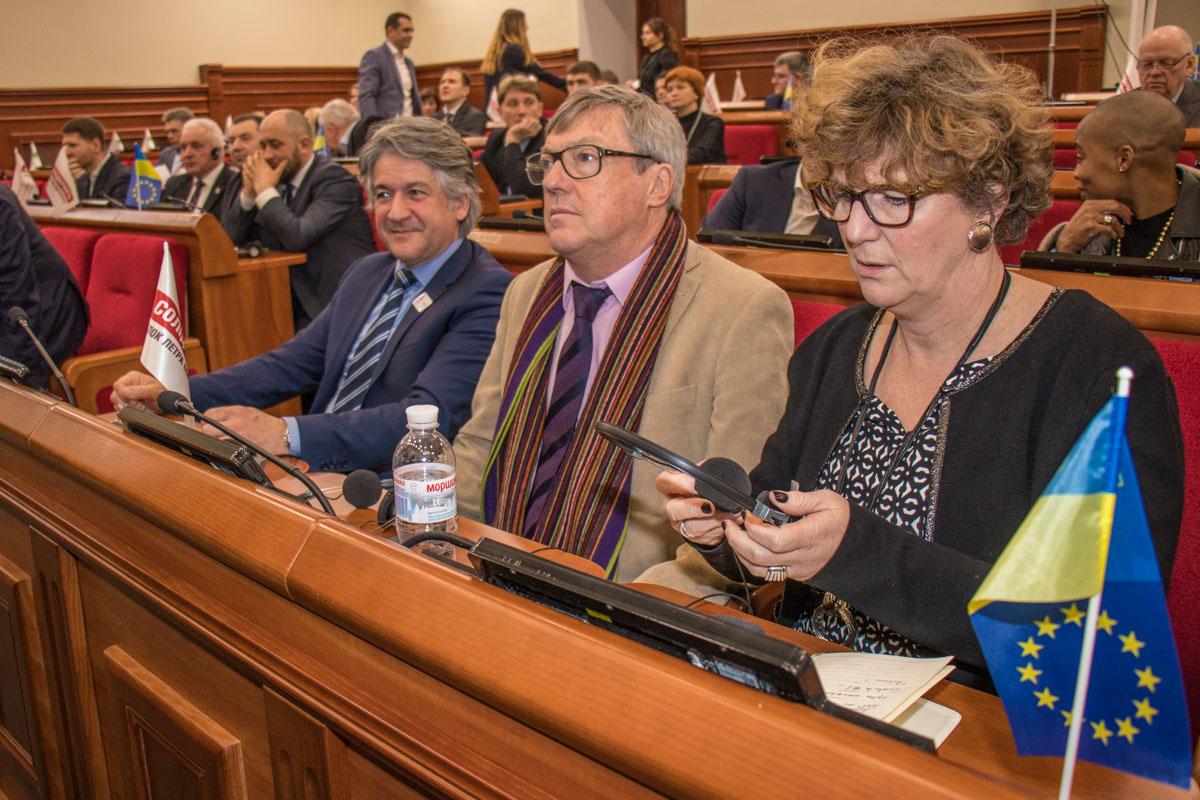 В составе французской делегации были мэры городов, которые входят в Метрополию