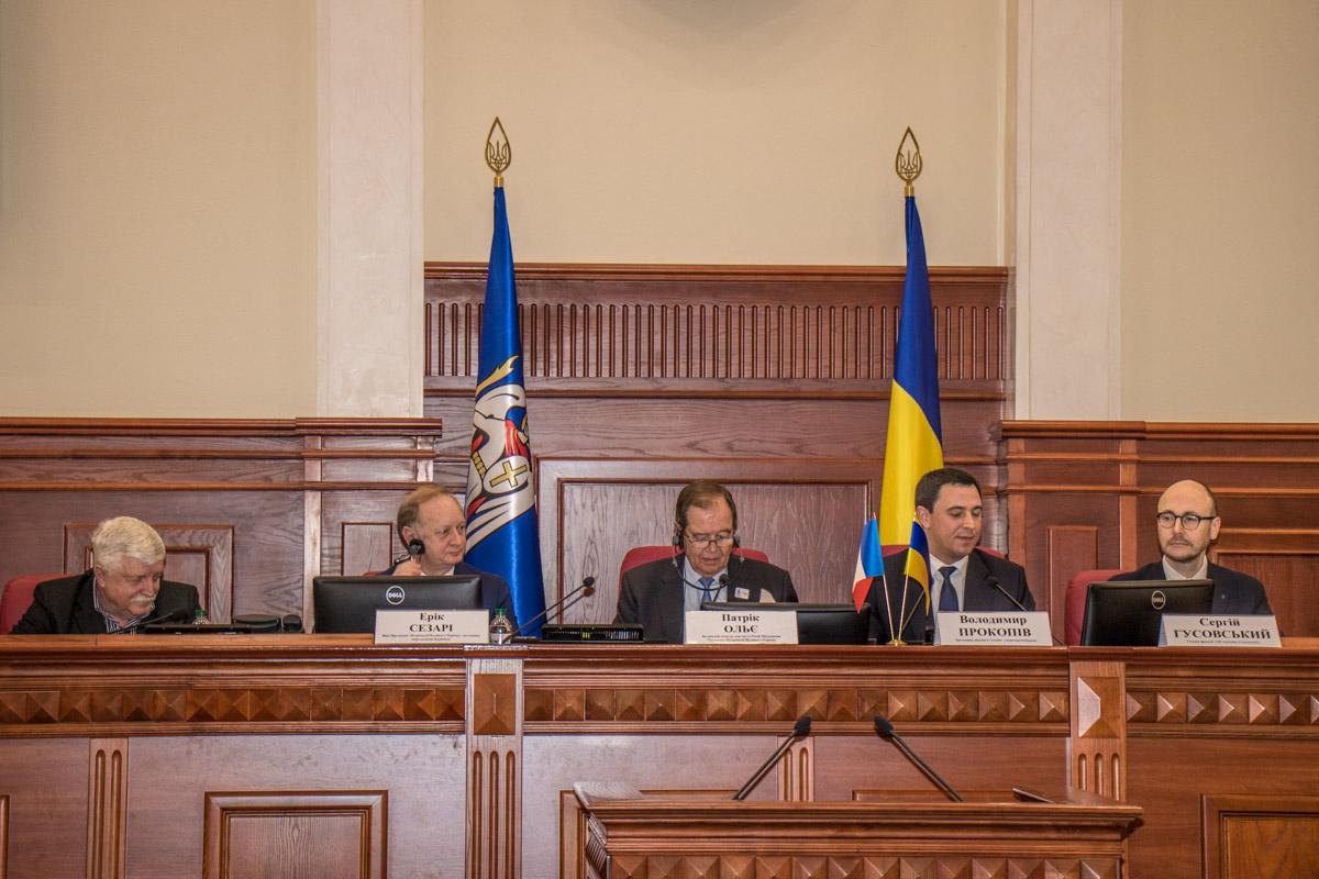 В нем приняли участие французская делегация и чиновники КГГА