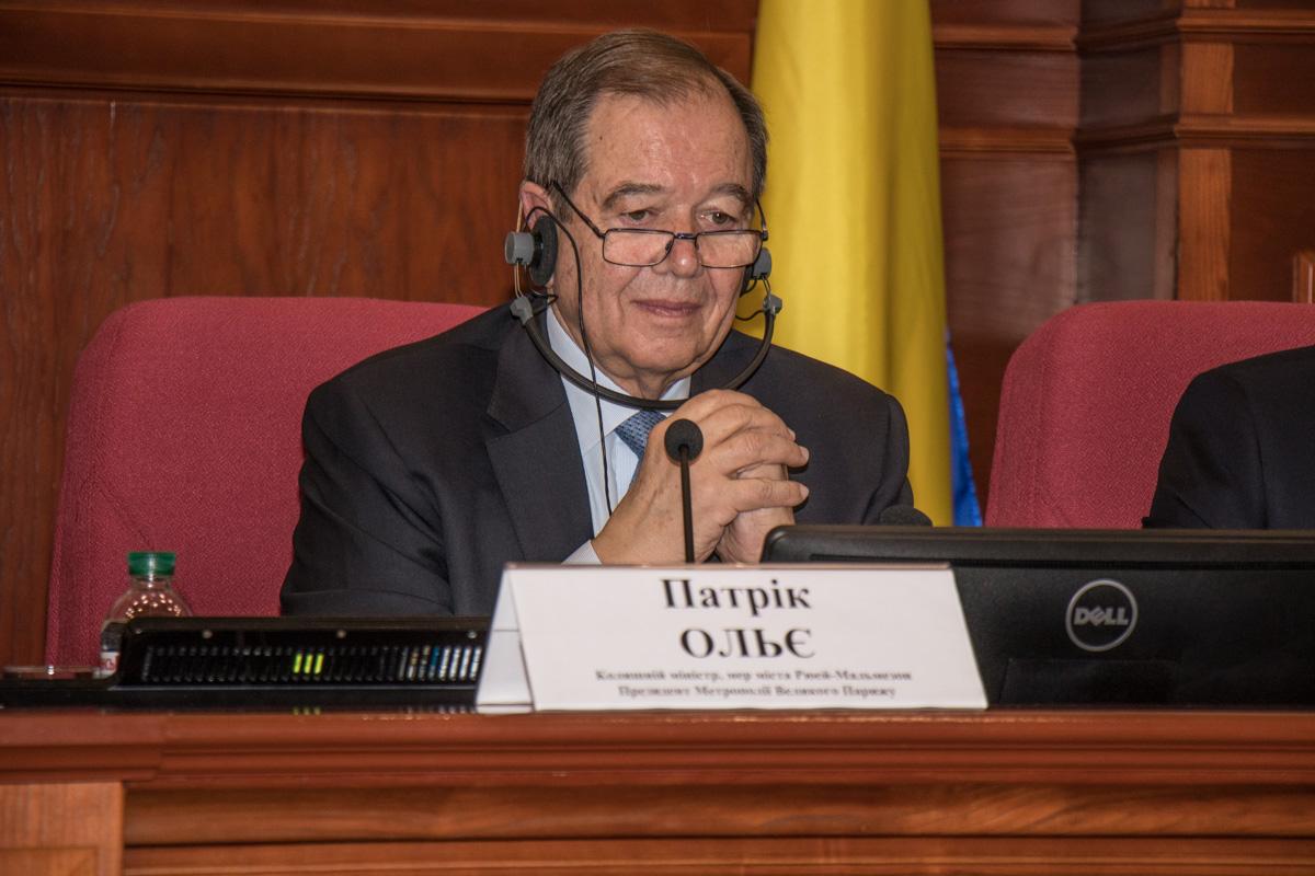Мэр города Рюэй-Мальмезон и Президент Метрополии Большого Парижа Патрик Олье