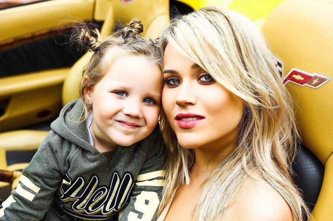 Семья воспитывает дочь Милану