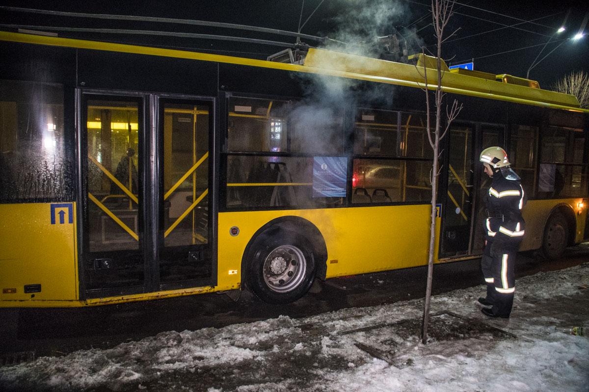 На Воздухофлотском проспекте загорелся троллейбус