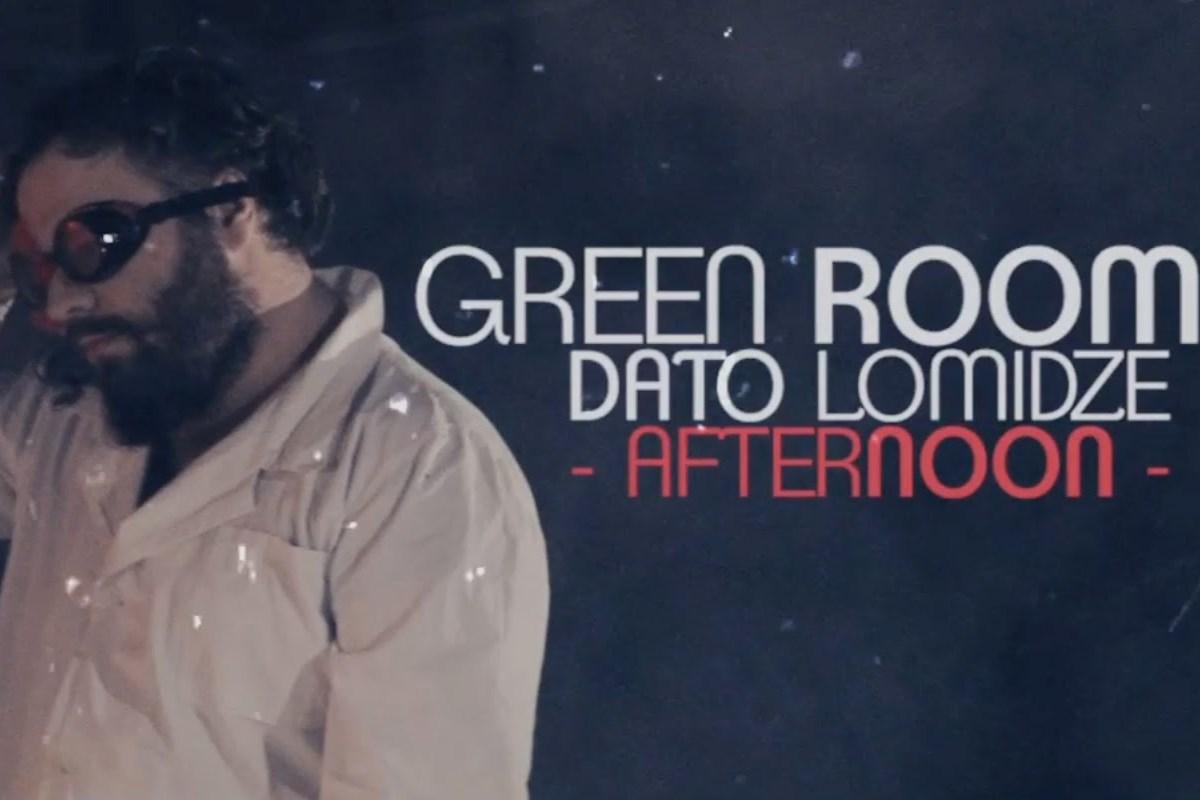 Стиль группы - инди-поп в смеси с электронными и роковыми элементами