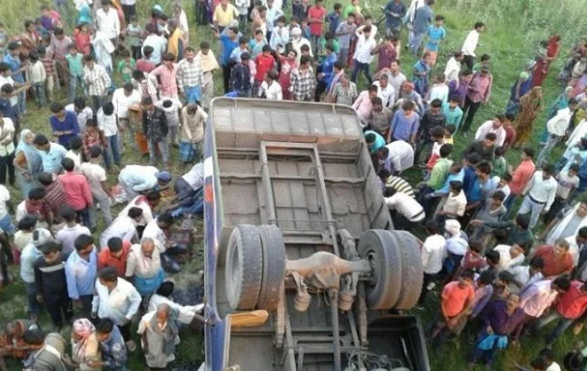 Автобус перевернулся на Востоке Индии