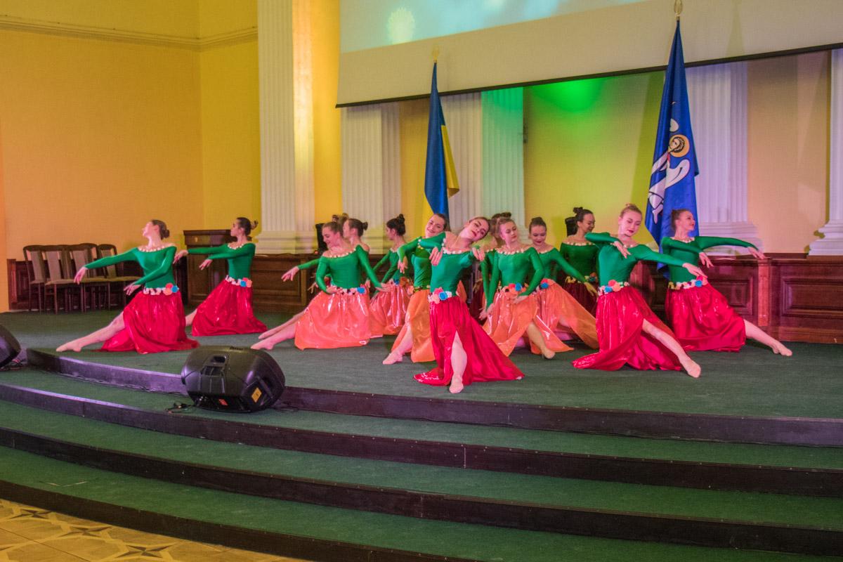Для них пели и танцевали дети с киевских домов искусств