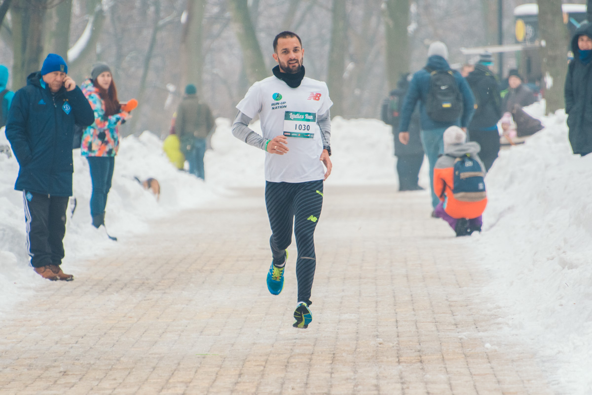 В забеге также участвовали мужчины