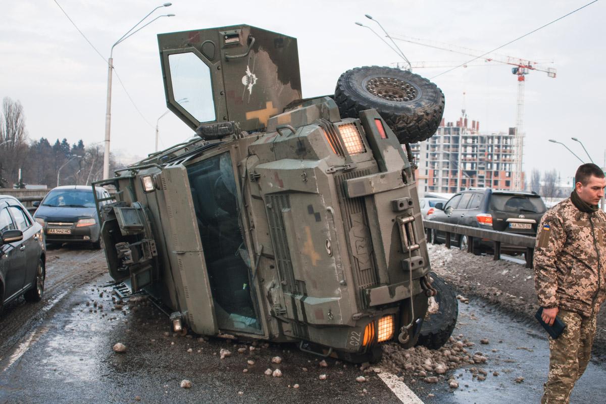 """6 марта возле станции метро """"Нивки"""" произошло ДТП"""